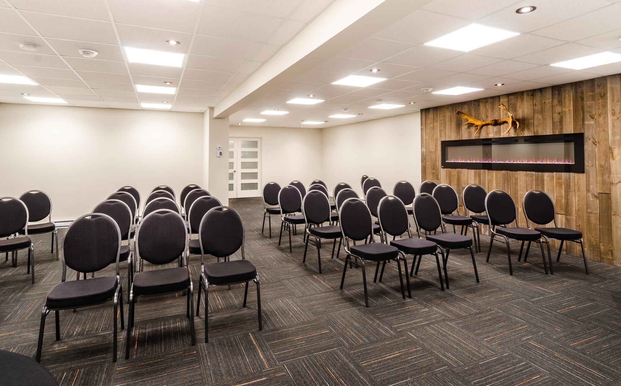 Salle de réunions_Sainte-Anne-des-Monts_Hôtel & cie_Conférences